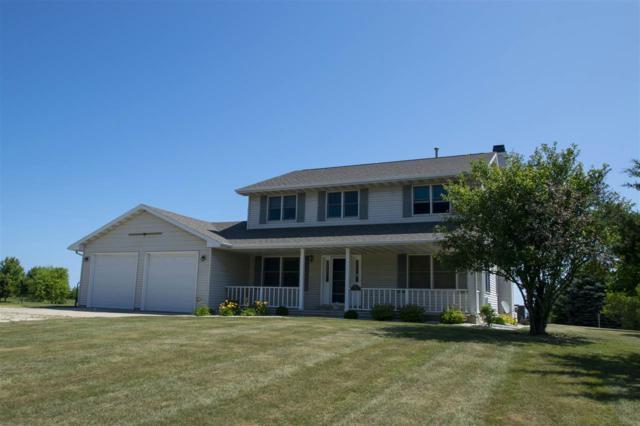 704 Lakeshore Drive, Kewaunee, WI 54216 (#50208397) :: Todd Wiese Homeselling System, Inc.