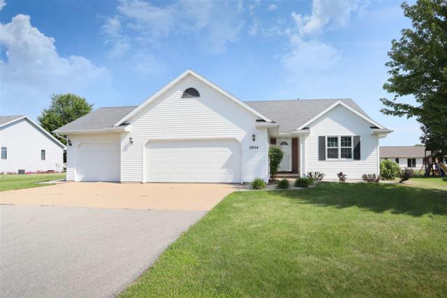W2924 Stillwater Trail, Appleton, WI 54915 (#50208438) :: Todd Wiese Homeselling System, Inc.