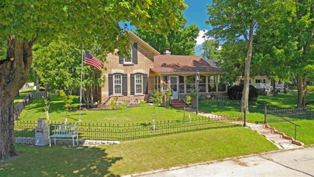 401 Waupaca Street, Waupaca, WI 54981 (#50208695) :: Todd Wiese Homeselling System, Inc.