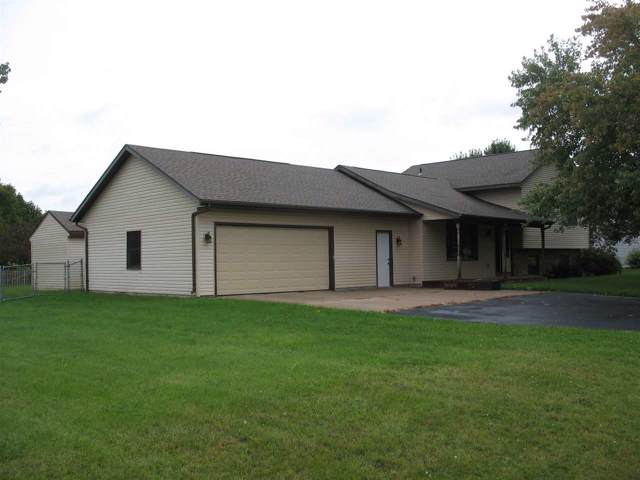 2722 Oakwood Circle, Oshkosh, WI 54904 (#50210610) :: Todd Wiese Homeselling System, Inc.