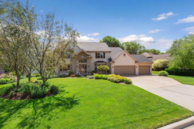 813 Yorkshire Road, Neenah, WI 54956 (#50210846) :: Todd Wiese Homeselling System, Inc.