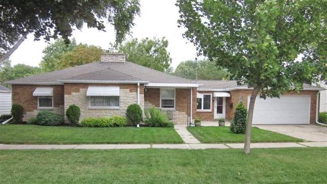 721 S Irwin Avenue, Green Bay, WI 54301 (#50210852) :: Todd Wiese Homeselling System, Inc.