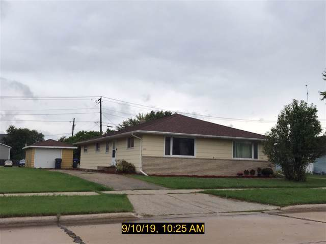 2147 Marathon Avenue, Neenah, WI 54956 (#50211050) :: Todd Wiese Homeselling System, Inc.