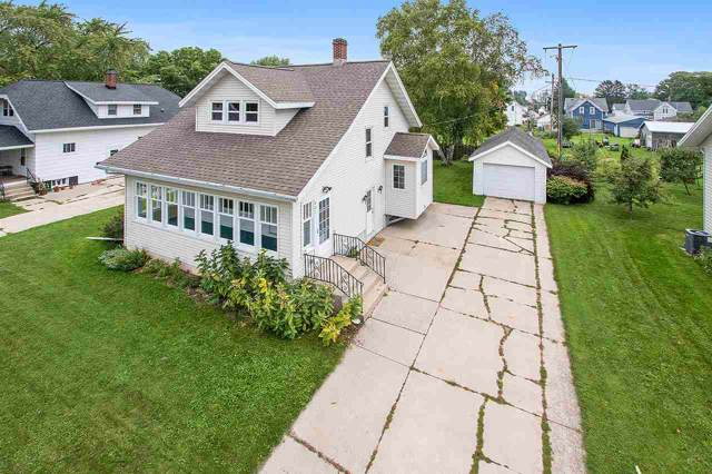 406 2ND Street, Kewaunee, WI 54216 (#50211073) :: Dallaire Realty