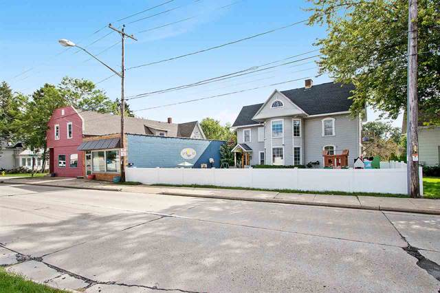 1301 S Webster Avenue, Green Bay, WI 54301 (#50211171) :: Dallaire Realty