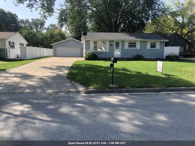2525 Shade Tree Lane, Green Bay, WI 54313 (#50211243) :: Todd Wiese Homeselling System, Inc.