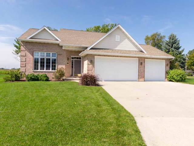 229 Crestview Circle, Wrightstown, WI 54180 (#50211365) :: Symes Realty, LLC