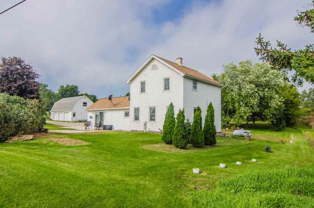 2326 Mid Valley Drive, De Pere, WI 54115 (#50212133) :: Todd Wiese Homeselling System, Inc.