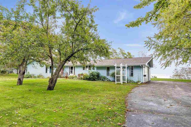 300 Lakeview Drive, Algoma, WI 54201 (#50212293) :: Dallaire Realty