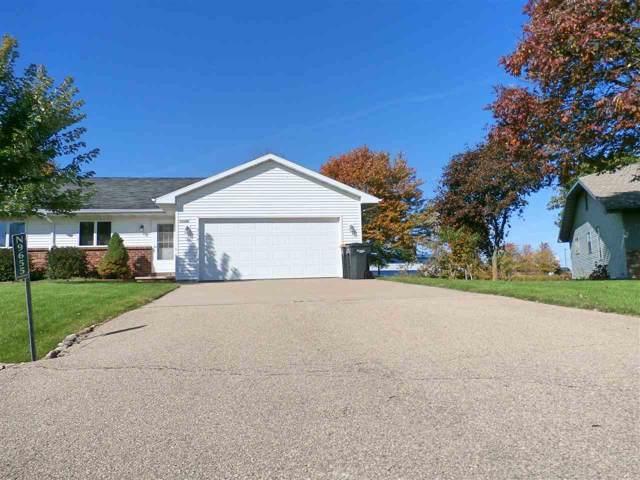 N9655 Emerald Lane, Appleton, WI 54915 (#50212496) :: Todd Wiese Homeselling System, Inc.