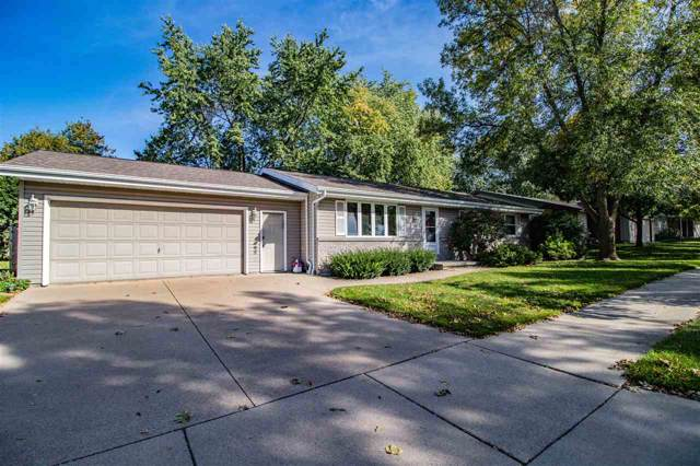 1016 W Ridgeview Drive, Appleton, WI 54914 (#50212581) :: Todd Wiese Homeselling System, Inc.