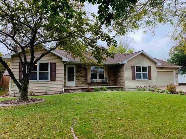 2507 S Gladys Avenue, Appleton, WI 54915 (#50212599) :: Todd Wiese Homeselling System, Inc.