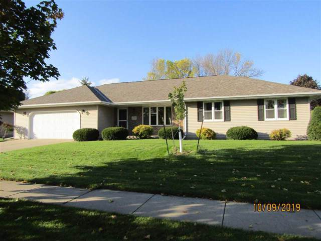 1158 Countryside Drive, De Pere, WI 54115 (#50212620) :: Todd Wiese Homeselling System, Inc.