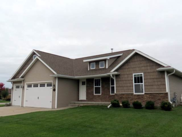 1559 Kingswood Drive, Neenah, WI 54956 (#50212871) :: Dallaire Realty
