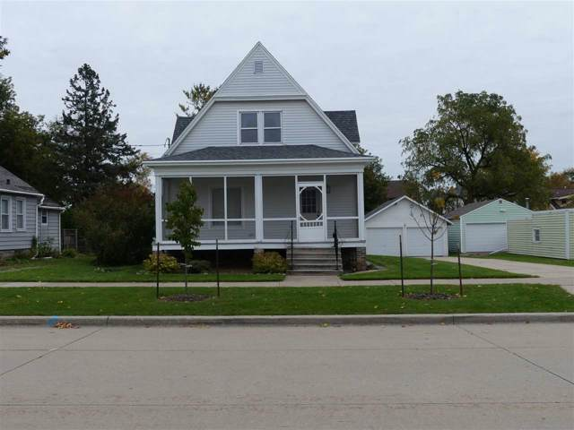 556 Oak Street, Oshkosh, WI 54901 (#50212872) :: Dallaire Realty