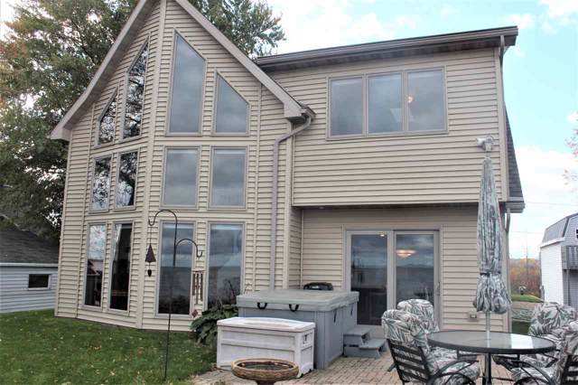 3364 Sunset Beach Lane, Suamico, WI 54173 (#50212913) :: Dallaire Realty