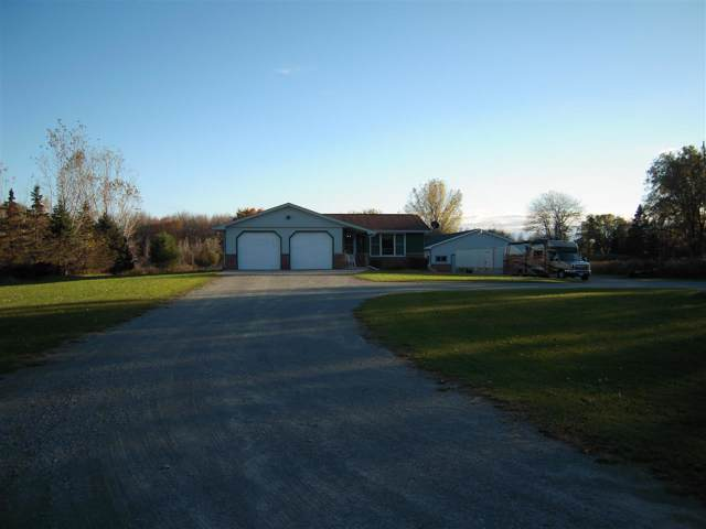 2213 Sunny Lane, Green Bay, WI 54313 (#50212940) :: Todd Wiese Homeselling System, Inc.