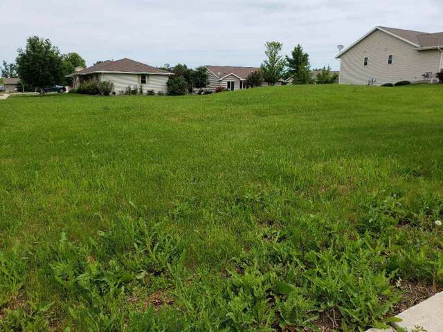 9 Southern Edge Drive, Fond Du Lac, WI 54935 (#50213028) :: Todd Wiese Homeselling System, Inc.