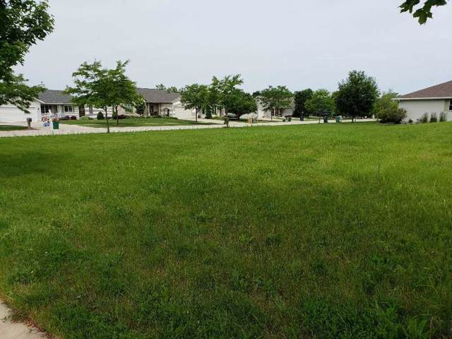 124 Southern Edge Drive, Fond Du Lac, WI 54935 (#50213029) :: Todd Wiese Homeselling System, Inc.