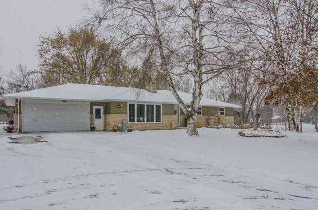 1351 Fernando Drive, De Pere, WI 54115 (#50214132) :: Todd Wiese Homeselling System, Inc.