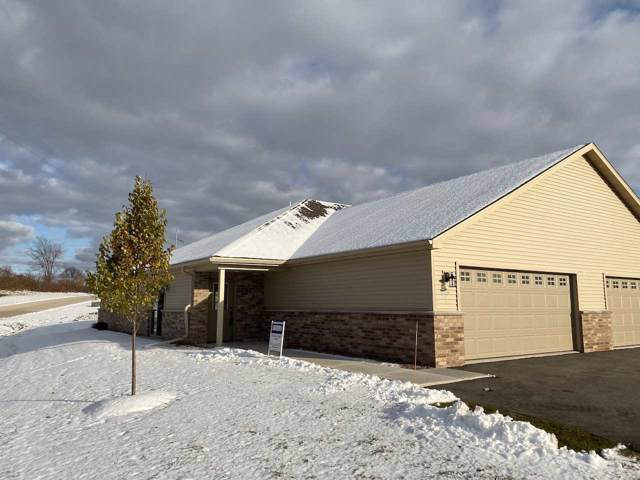2133 Royal Crest Circle #1, Green Bay, WI 54311 (#50214231) :: Todd Wiese Homeselling System, Inc.