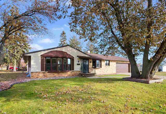 892 Marvelle Lane, Green Bay, WI 54304 (#50214482) :: Todd Wiese Homeselling System, Inc.