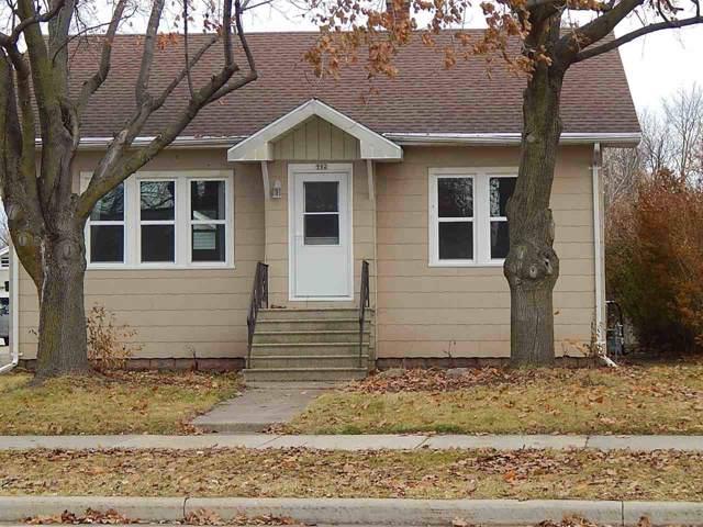 902 W 4TH Avenue, Oshkosh, WI 54902 (#50214602) :: Symes Realty, LLC