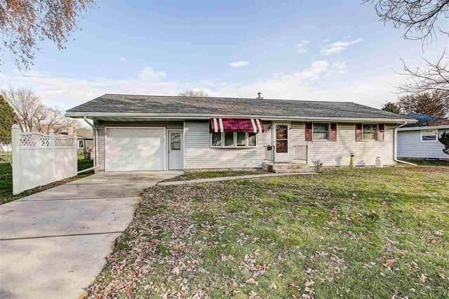 907 Mac Arthur Drive, Beaver Dam, WI 53916 (#50214603) :: Todd Wiese Homeselling System, Inc.