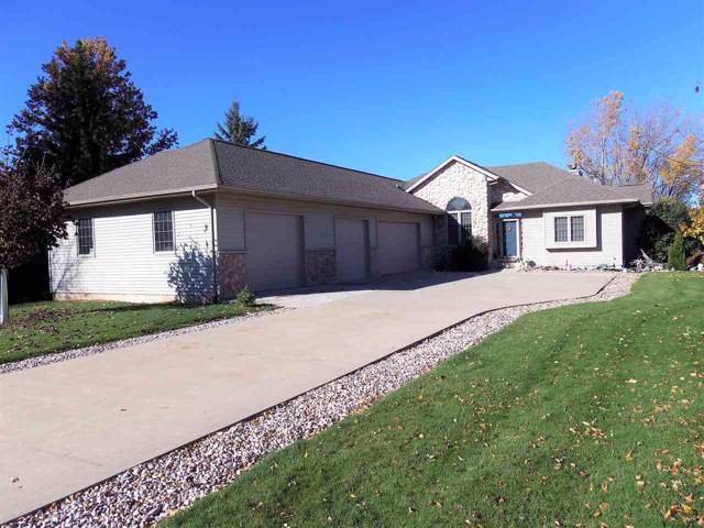 844 Twin Harbor Drive, Winneconne, WI 54986 (#50215761) :: Todd Wiese Homeselling System, Inc.