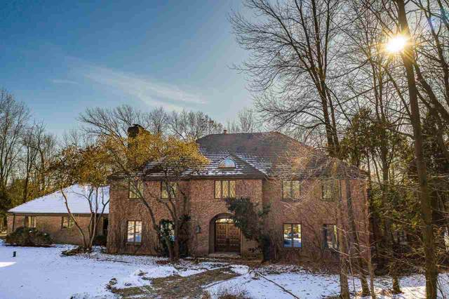 3033 W Shady Lane, Neenah, WI 54956 (#50216303) :: Todd Wiese Homeselling System, Inc.