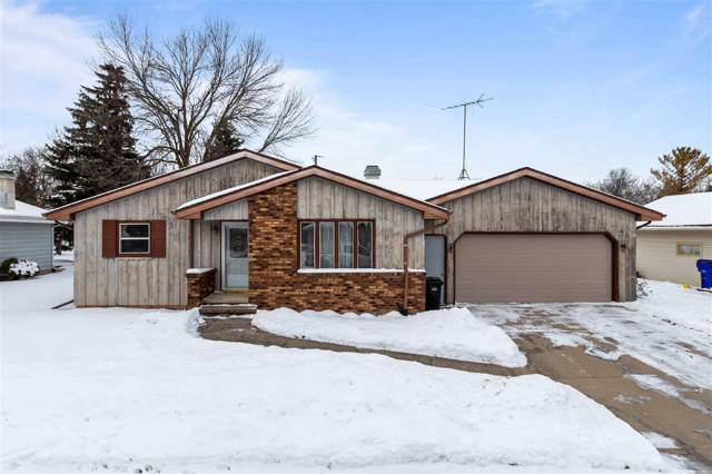 1009 S Schaefer Street, Appleton, WI 54915 (#50216388) :: Todd Wiese Homeselling System, Inc.