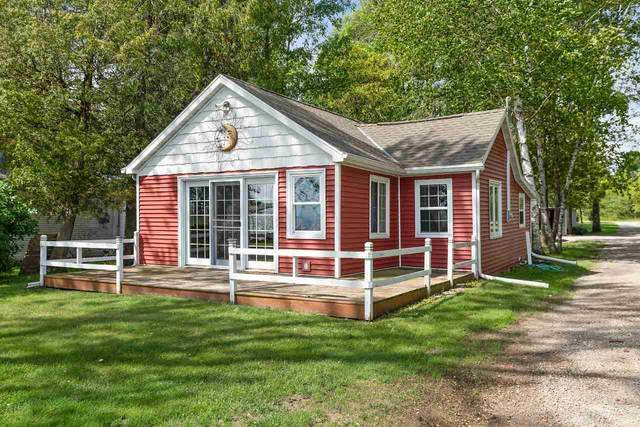 3090 Windross Lane, Little Suamico, WI 54141 (#50216818) :: Todd Wiese Homeselling System, Inc.