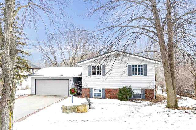 2911 Lumber Lane, Green Bay, WI 54313 (#50217118) :: Todd Wiese Homeselling System, Inc.