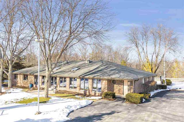 2330 Meadow Park Drive, Green Bay, WI 54311 (#50217166) :: Todd Wiese Homeselling System, Inc.