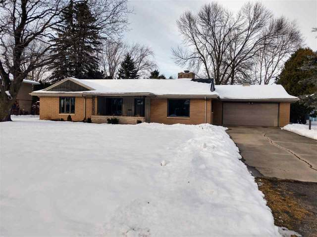 124 W Sunset Avenue, Appleton, WI 54911 (#50217305) :: Todd Wiese Homeselling System, Inc.