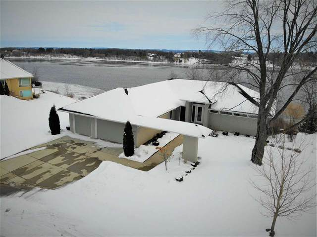 830 Rivers Run, De Pere, WI 54115 (#50217377) :: Todd Wiese Homeselling System, Inc.