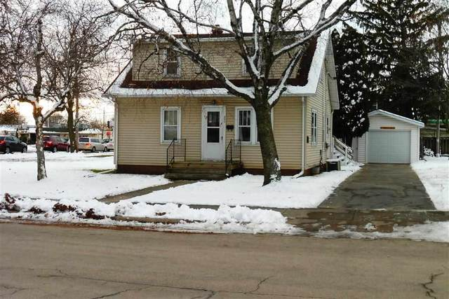 889 Maple Street, Neenah, WI 54956 (#50217379) :: Todd Wiese Homeselling System, Inc.