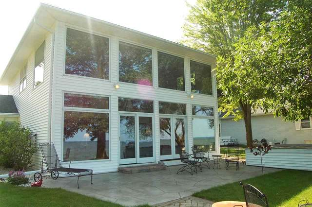 621 Arrowhead Beach Road, Luxemburg, WI 54217 (#50217556) :: Todd Wiese Homeselling System, Inc.