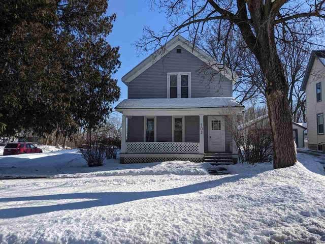 702 E Metoxen Avenue, Kaukauna, WI 54130 (#50217596) :: Todd Wiese Homeselling System, Inc.