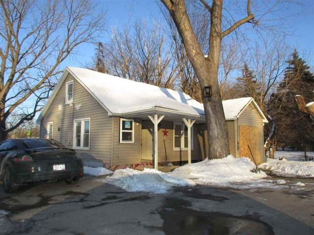 318 N Irwin Avenue, Green Bay, WI 54301 (#50217642) :: Todd Wiese Homeselling System, Inc.