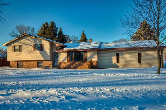 2120 W Glendale Avenue, Appleton, WI 54914 (#50217680) :: Todd Wiese Homeselling System, Inc.