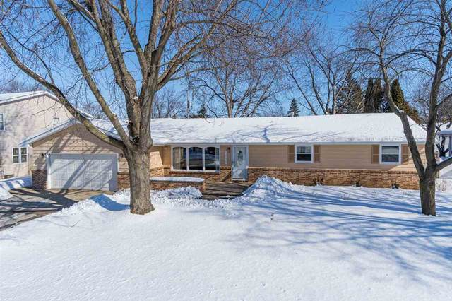 1010 N Hawthorne Drive, Appleton, WI 54915 (#50217688) :: Dallaire Realty