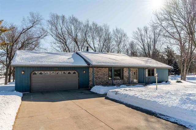 500 S Ridge Lane, Appleton, WI 54914 (#50217691) :: Todd Wiese Homeselling System, Inc.