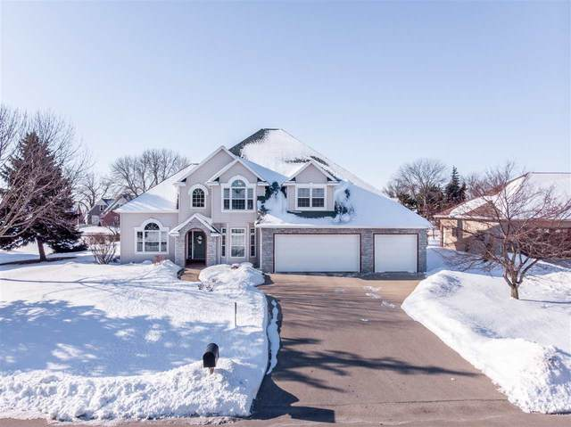 W5861 Royaltroon Drive, Menasha, WI 54952 (#50217865) :: Todd Wiese Homeselling System, Inc.