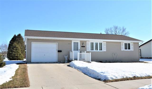 1712 Hoover Street, New Holstein, WI 53061 (#50218131) :: Symes Realty, LLC