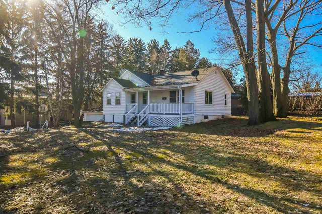 1437 Western Avenue, Green Bay, WI 54304 (#50218752) :: Todd Wiese Homeselling System, Inc.