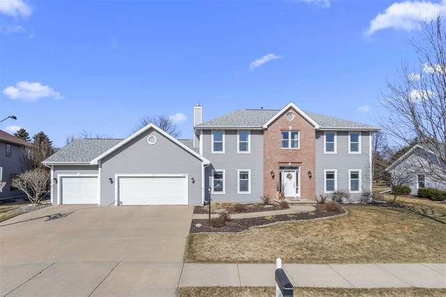 684 Yorkshire Road, Neenah, WI 54956 (#50219258) :: Todd Wiese Homeselling System, Inc.