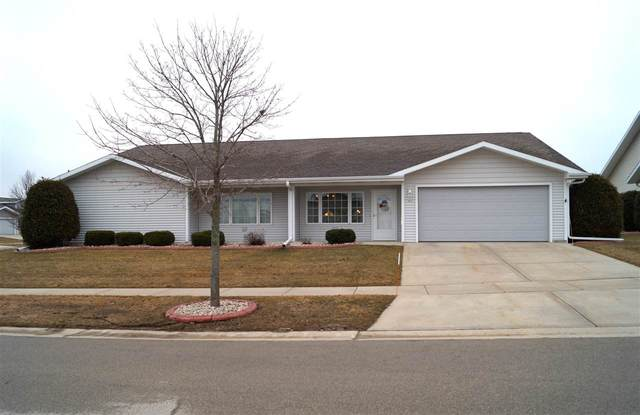 242 Simon Drive 11-2, Hartford, WI 53027 (#50219317) :: Todd Wiese Homeselling System, Inc.