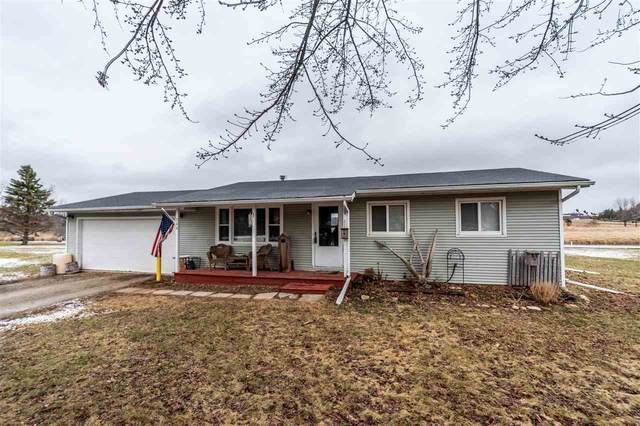 744 Twin Harbor Drive, Winneconne, WI 54986 (#50219364) :: Todd Wiese Homeselling System, Inc.