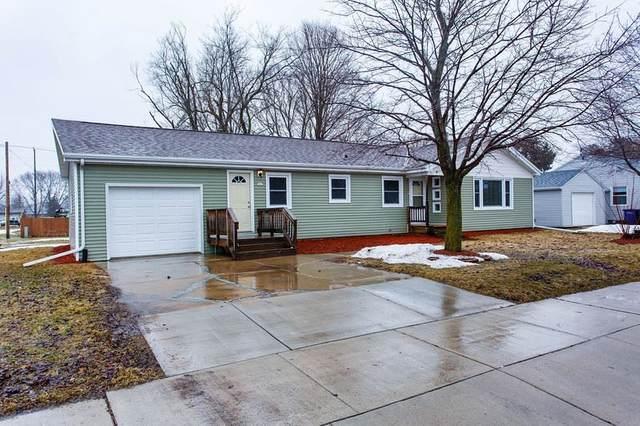 341 W Pulaski Street, Pulaski, WI 54162 (#50219414) :: Todd Wiese Homeselling System, Inc.